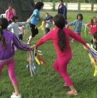 Los maravillosos niños bailarines del Paraguay! (The amazing dancing children of Paraguay.)